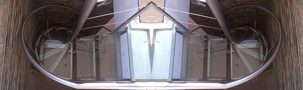 Pasamanos de hierro para escaleras top escriba for Modelos de puertas de hierro para exteriores